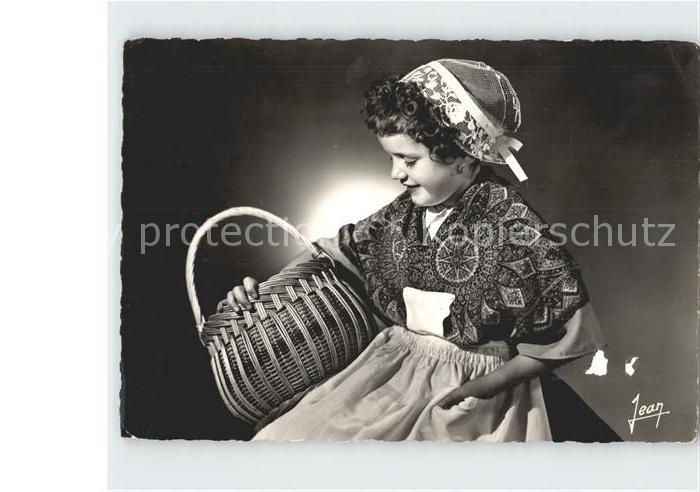 Trachten Frankreich Fillette en costume d artisane Coiffe Pen Sardine Douarnenez Kat. Trachten