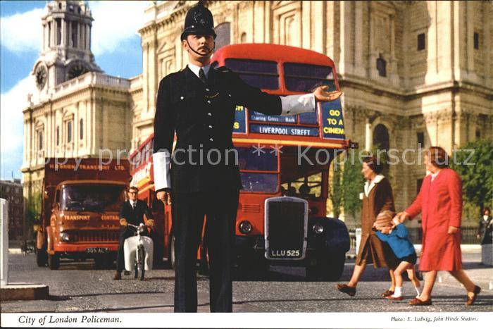 Polizei Policeman London  / Polizei /