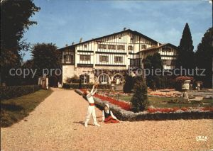 Cambo les Bains Pays Basque Enfants en costume du pays dans les jardins d Arnaga Villa Edmond Rostand Kat. Cambo les Bains
