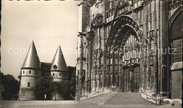 Beauvais Portail de la Cathedrale et le Palais de Justice Kat. Beauvais