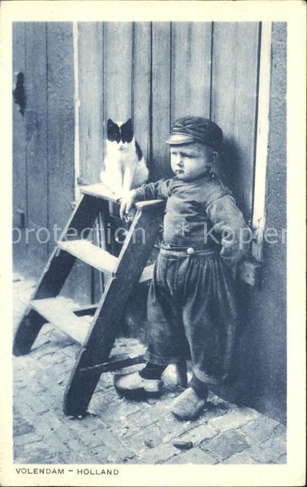 Volendam Junge mit Katze Kat. Niederlande
