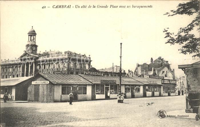 Cambrai Un cote de la Grande Place avec ses baraquements Kat. Cambrai