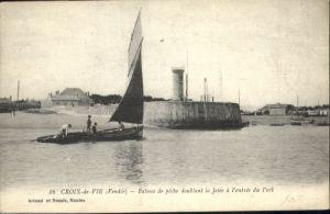 Saint-Gilles-Croix-de-Vie Vendee Saint-Gilles-Croix-de-Vie Bateau de peche doublant * / Saint-Gilles-Croix-de-Vie /Arrond. des Sables-d Olonne