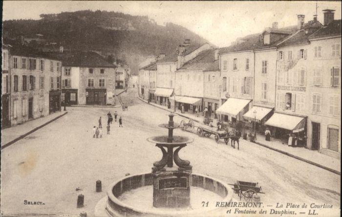 Remiremont Vosges Remiremont la Place de Courtine Fontaine des Dauphins * / Remiremont /Arrond. d Epinal