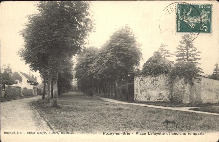 Rozay-en-Brie Place Lafayette anciens remparts / Rozay-en-Brie /Arrond. de Provins