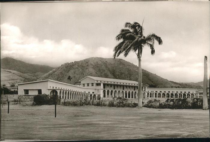 Saint Kitts Nevis New Grammar School / Basseterre /