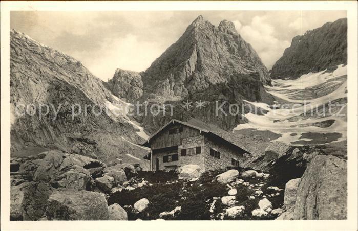 Blaueishuette Schutzhaus am Hochkaltergletscher Berchtesgadener Alpen