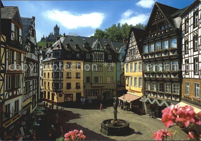 Cochem Mosel Marktplatz Brunnen mit Reichsburg Cochem Kat. Cochem