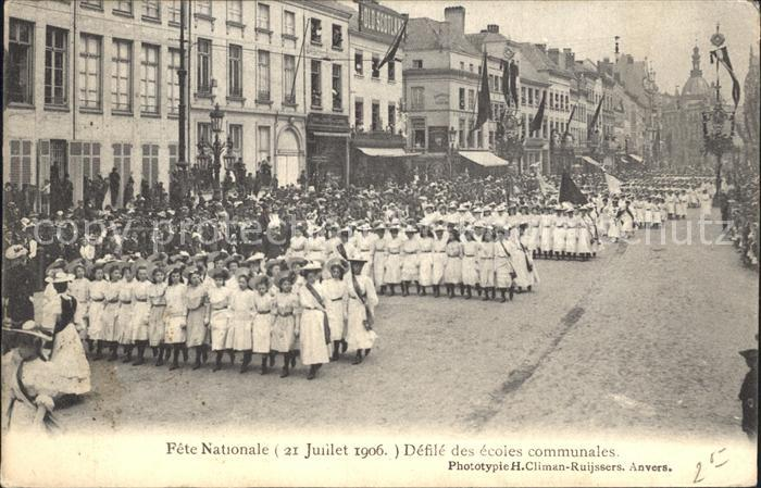 Houffalize Liege Fete Nationale Defile des ecoles communales /  /