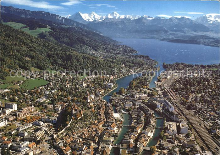 Thun BE Thuner See mit Eiger Moench und Jungfrau Berner Alpen Fliegeraufnahme Kat. Thun