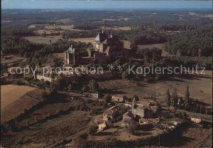 Perigord Vue panoramique aerienne sur le Chateau et le village blotti a ses pieds Kat. Region Dordogne