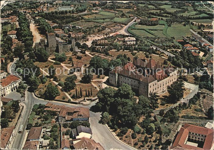 Guimaraes Chateau et Palais de Duc de Bragance Vue aerienne Kat. Guimaraes