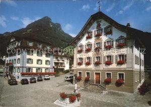Gersau Vierwaldstaettersee Hof Gersau mit Rathaus /  /