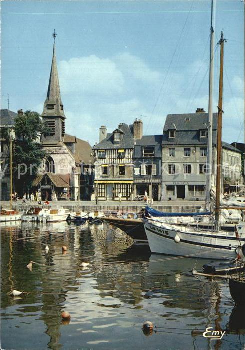 Honfleur Le vieux bassin au dernier plan le quai St Etienne Eglise St Etienne Musee Kat. Honfleur