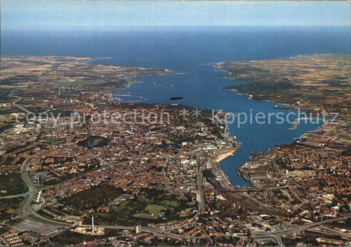 kt60851 Kiel Stadt und Foerde mit Blick auf die Ostsee Fliegeraufnahme Kat. Kiel