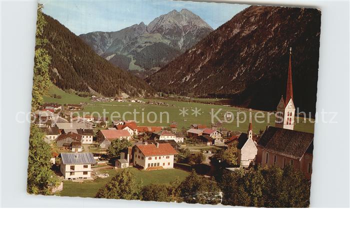 Holzgau Ortsansicht mit Kirche mit Blick auf Ruitelspitze Lechtaler Alpen Kat. Holzgau