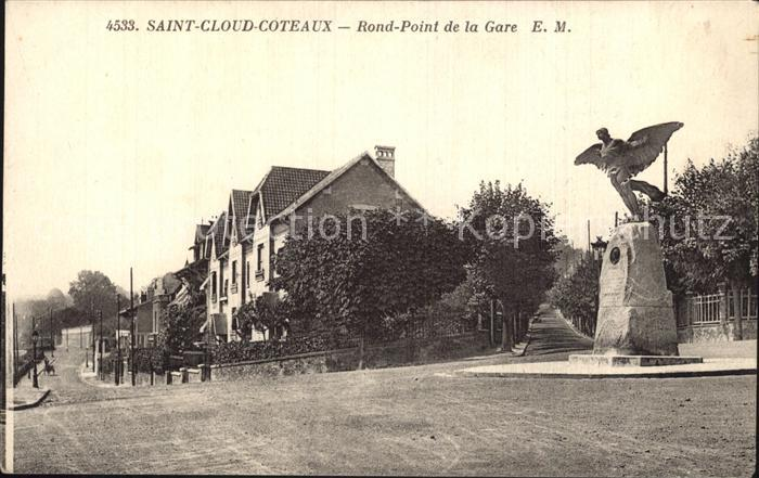 Saint Cloud Coteaux Rond Point de la Gare Monument