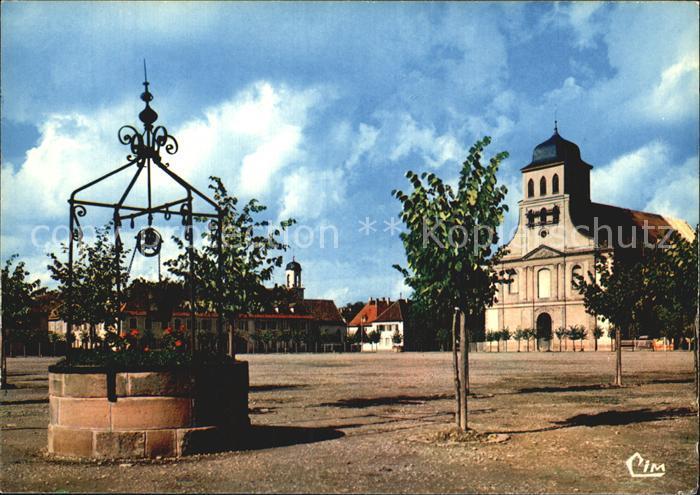 Neuf Brisach Place Armes avec eglise catholique et le vieux puits  Kat. Neuf Brisach