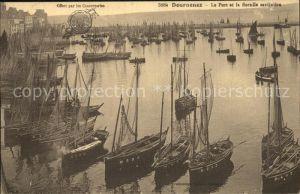 Douarnenez Le Port et la flottille sardiniere Bateaux Hafen Boote Kat. Douarnenez