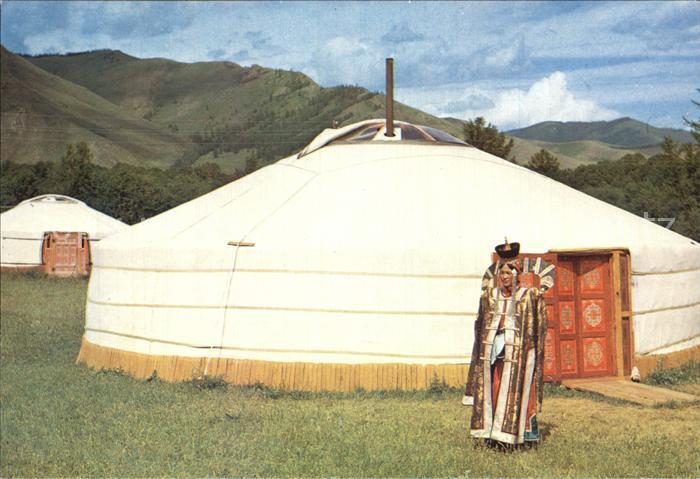 Mongolei Zelt und Frau in traditioneller Kleidung Kat. Mongolei
