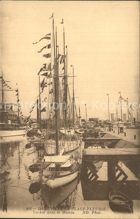 Deauville Plage Fleurie Yachts dans le Bassin Kat. Deauville