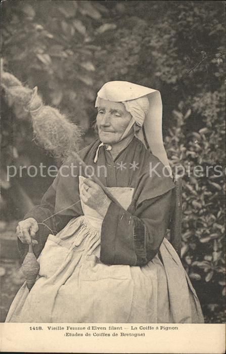Elven Vieille Femme filant La Coiffe a Pignon Collection Etudes de Coiffes de Bretagne Kat. Elven