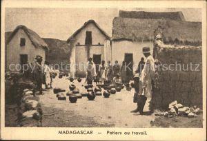 Madagascar Potiers au travail Toepfer Kat. Madagascar