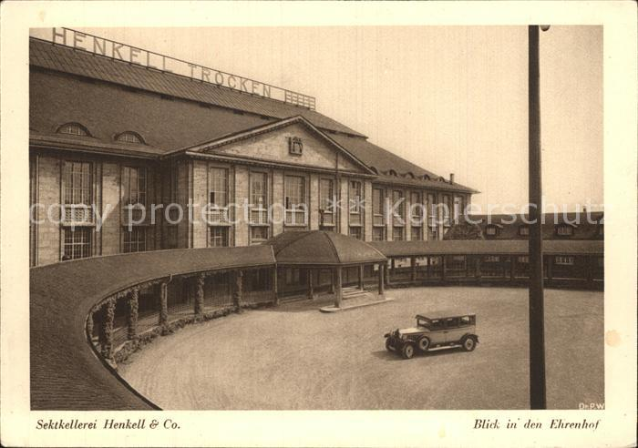 Biebrich Wiesbaden Sektkellerei Henkell & Co Blick in den Ehrenhof