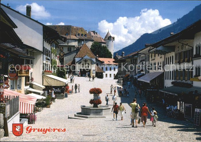 Gruyeres FR Rue principale avec la Tor de la Saunerie et le chateau Kat. Gruyeres