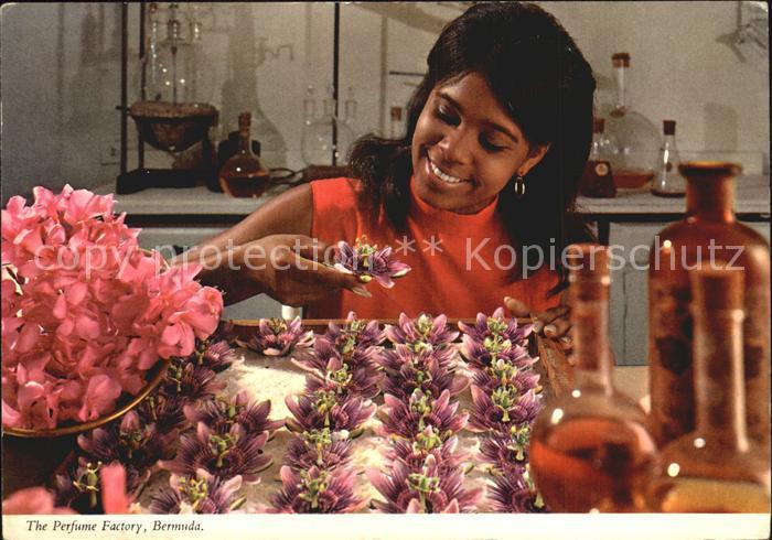 Bermuda Perfume Factory Frau mit Blueten Kat. Bermuda