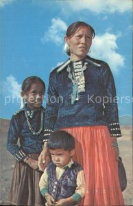 Indianer Native American Indian mother and her children  Kat. Regionales