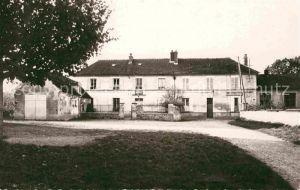 Pierre Levee La Mairie et les Ecoles Kat. Pierre Levee