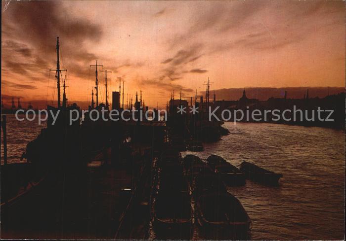 Hafenanlagen Hamburg Abend am Hafen  Kat. Schiffe