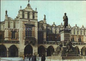 AK / Ansichtskarte Krakow Malopolskie Pomnik Adama Micklewieza na tle Sukiennic Denkmal Statue Kat. Krakow