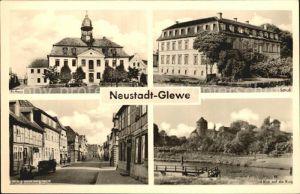 AK / Ansichtskarte Neustadt Glewe Rathaus Schloss Breitscheid Str Burgblick Kat. Neustadt Glewe