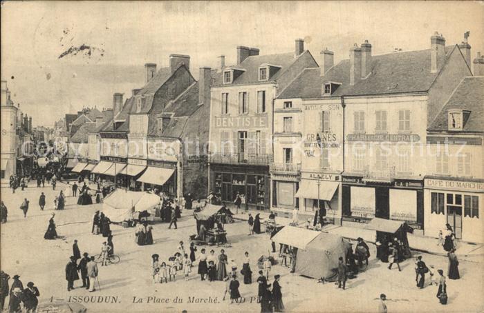 AK / Ansichtskarte Issoudun Indre La Place du Marche  Kat. Issoudun