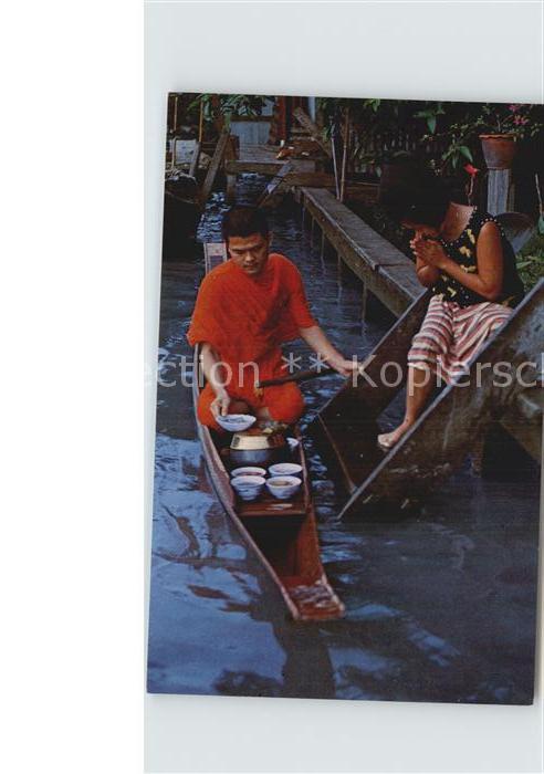 AK / Ansichtskarte Thailand Thai People offer food to Buddhist Kat. Thailand