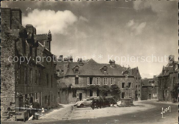 AK / Ansichtskarte Locronan Place Maisons de la Renaissance et vieux puits Kat. Locronan