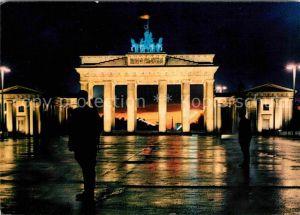AK / Ansichtskarte Berlin Nachts am Brandenburger Tor Quadriga Hauptstadt der DDR Kat. Berlin