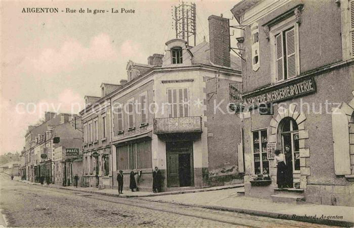 AK / Ansichtskarte Argenton sur Creuse Rue de la gare La Poste Kat. Argenton sur Creuse