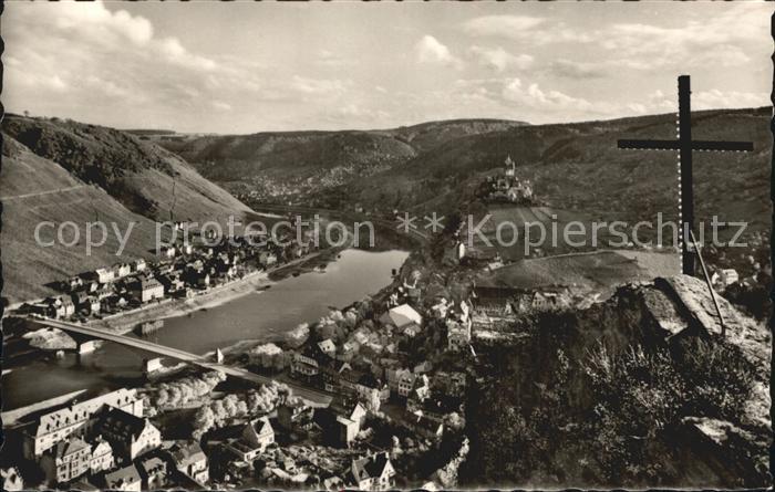 AK / Ansichtskarte Cochem Mosel Panorama Blick vom Pinnerkreuz Weinberge Reichsburg Kat. Cochem