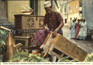 AK / Ansichtskarte Zanzibar Handwerker der Handbemalten Kaesten Kat. Zanzibar