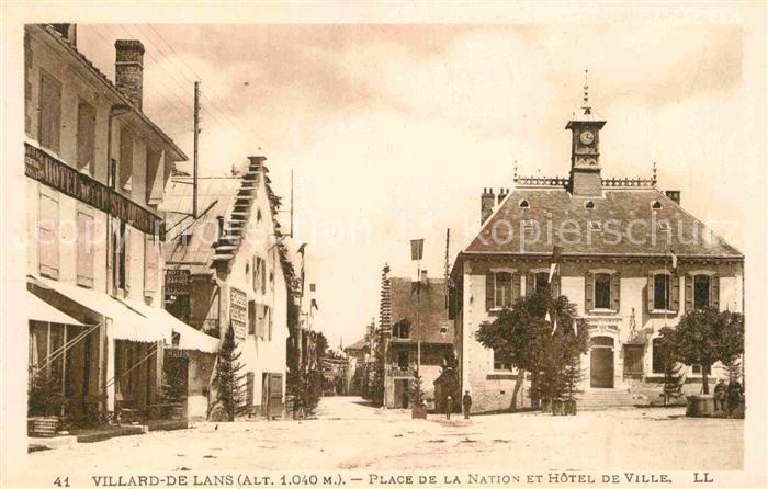 AK / Ansichtskarte Villard de Lans Place de la Nation et Hotel de Ville  Kat. Villard de Lans