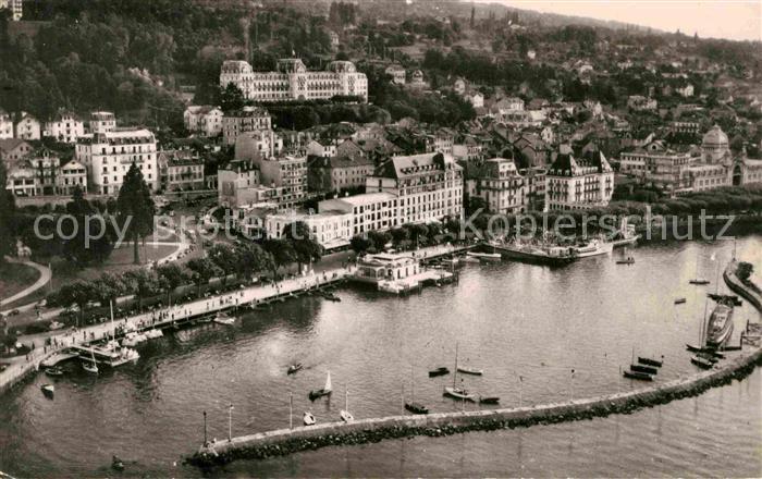 AK / Ansichtskarte Evian les Bains Haute Savoie Vue aerienne sur le Port et les Hotels Kat. Evian les Bains