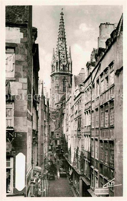 AK / Ansichtskarte Saint Malo Ille et Vilaine Bretagne La grande rue et le clocher de la Cathedrale Kat. Saint Malo