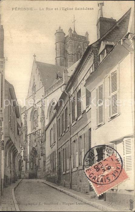 AK / Ansichtskarte Peronne Somme Rue et l Eglise Saint Jean Kat. Peronne