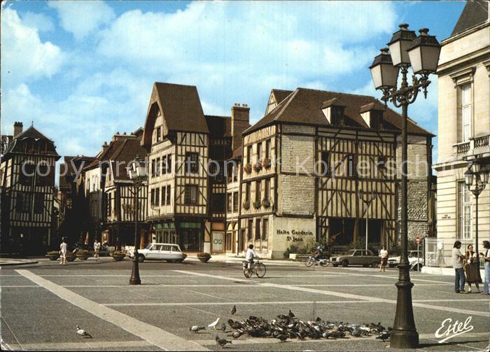 AK / Ansichtskarte Troyes Aube Place Foch et l entree de la rue Champeaux  Kat. Troyes