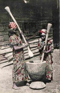 AK / Ansichtskarte Nkongsamba Pileuse de Mais