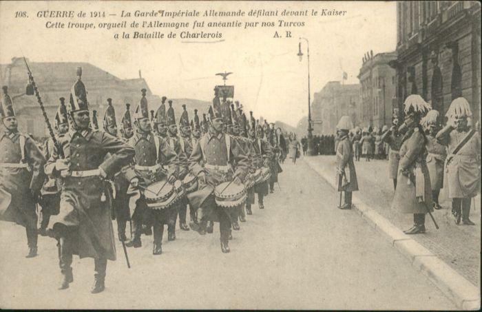 Charlerois la Garde Imperiale Allemande defilant devant le Kaiser *