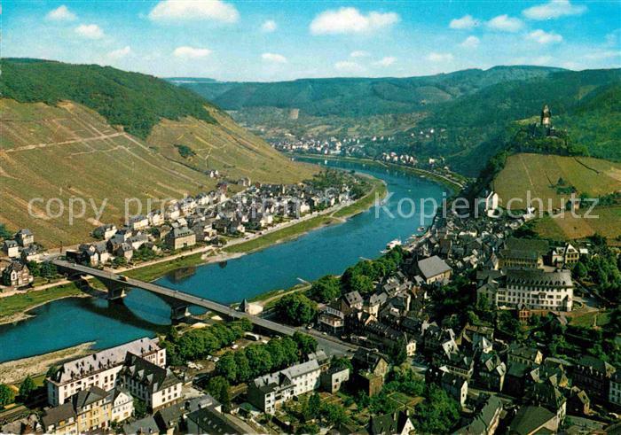 AK / Ansichtskarte Cochem Mosel Fliegeraufnahme Blick vom Pinnerkreuz auf Mosel Kat. Cochem